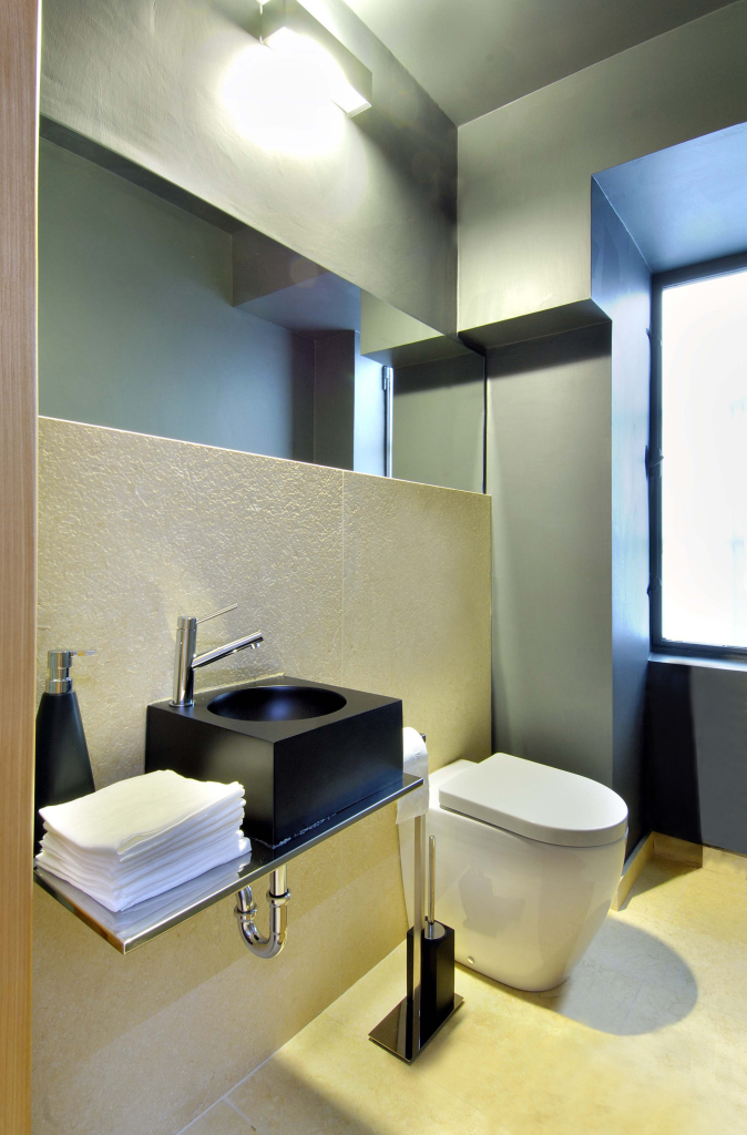 bathroom_ gray_basin