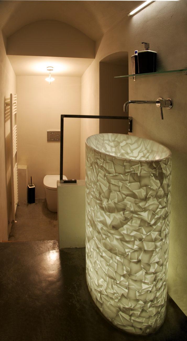 bathroom_white_basin