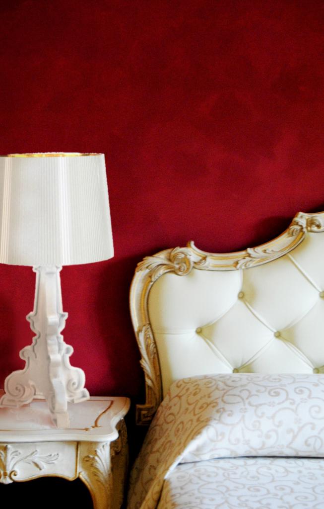 bedroom_ red_