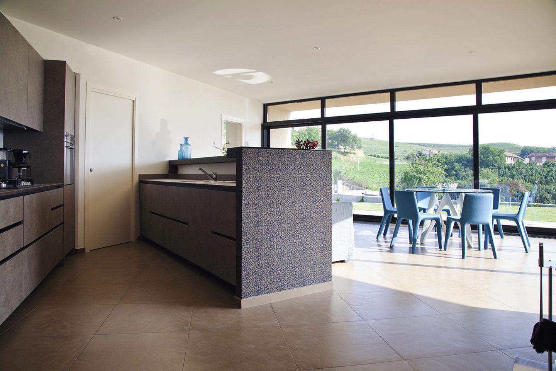 Villa in the vineyards barbaresco gap studio for Blue kitchen wallpaper