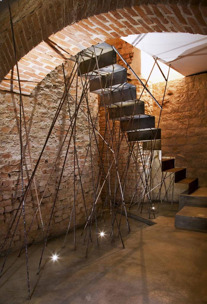 metal_stairs_restauration_brick_exposed brick