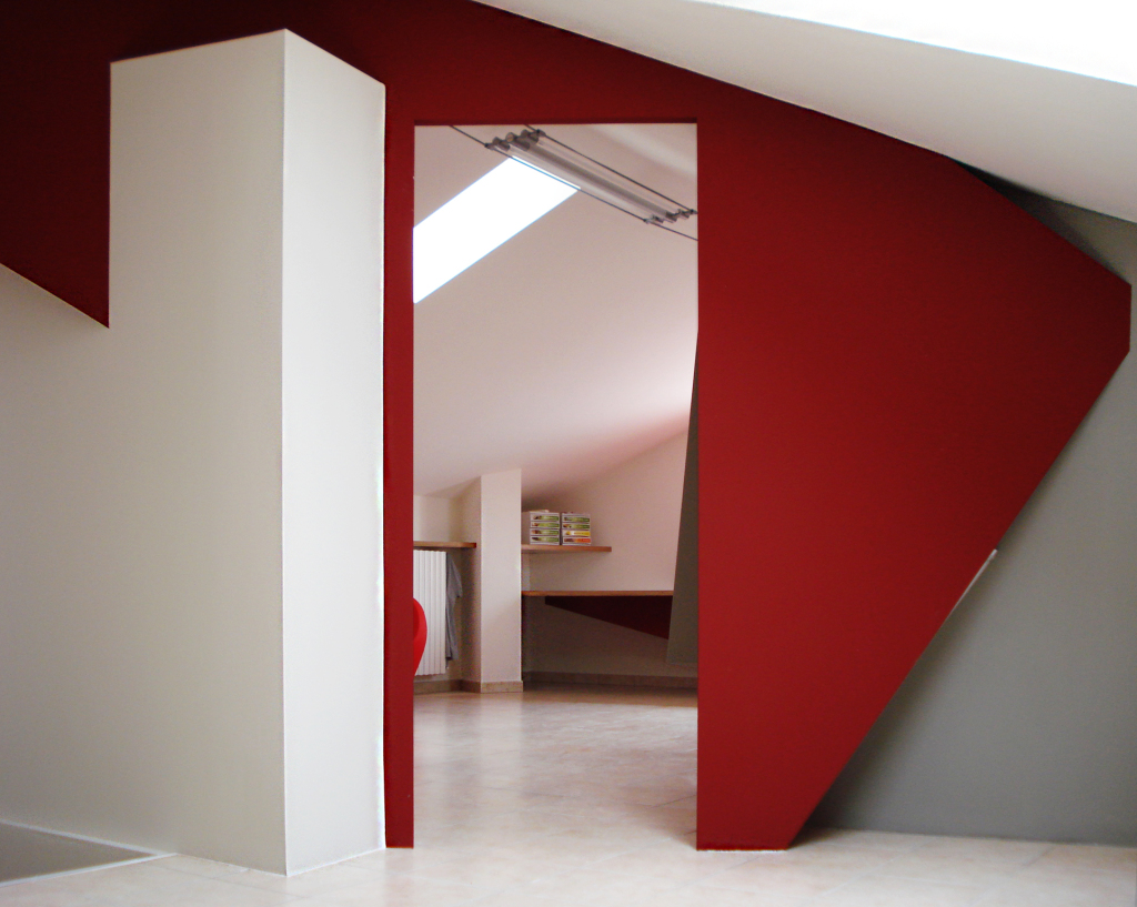 red_white_working spaces