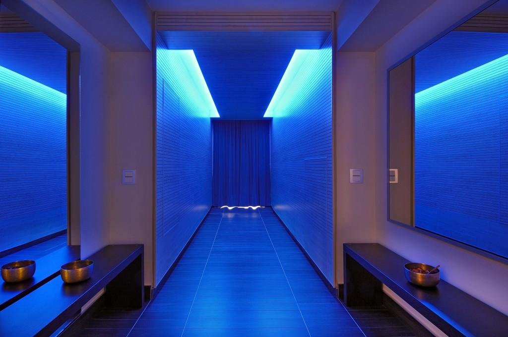 spa_blue_ corridor