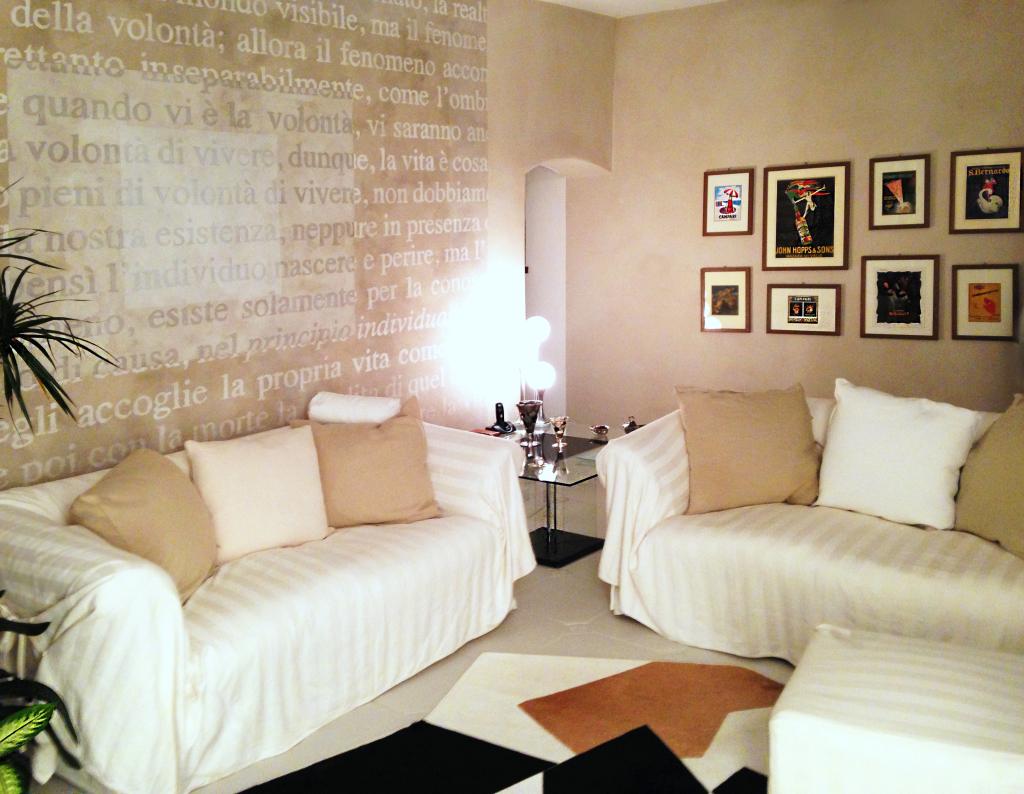white_livingroom_painted wall